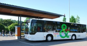 Das neueste Fahrzeug aus der Stadtbus-Flotte an der Endhaltestelle in Neckargröningen