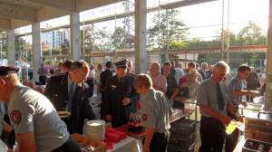 Zünftig gefeiert wurde auch beim Richtfest am Feuerwehrhaus rechts des Neckars