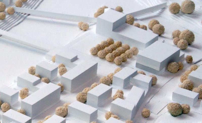 Ein Ausschnitt aus dem Modell zum Siegerentwurf des städtebaulichen Ideenwettbewerbs 2011 zur Neuen Mitte; oben rechts im Bild der Komplex Rathaus und Bürgersaal