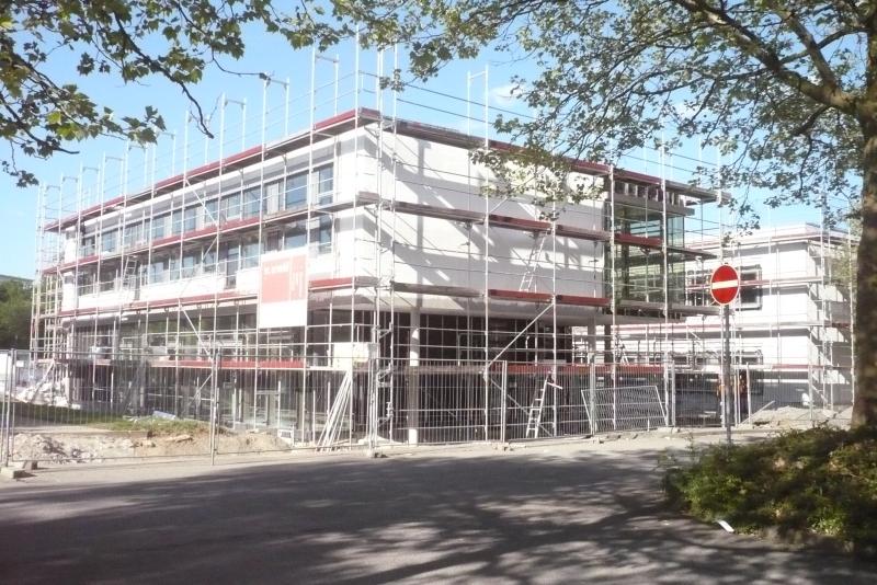 Bald wird das Baugerüst fallen! Der Erweiterungsbau der Realschule Remseck soll zum neuen Schuljahr in Betrieb gehen.