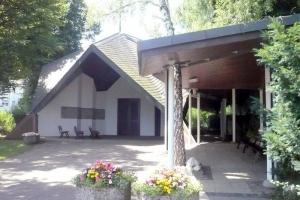 Die Aussegnungshalle im Friedof Neckargröningen – immer wieder Gegenstand von Diskussionen