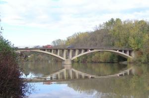 Überraschend rückte die Neckarbrücke bei Hochberg ins Zentrum der Diskussion mit Verkehrsminister Hermann