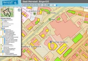 Ausschnitt aus dem Bürger-GIS von Weinstadt: Liegenschaftskarte, Bebauungsplan und Solarkataster sind überlagert