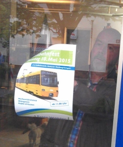 Ein guter Platz für unser Plakat: der Friseursalon Jaudes in Aldingen.