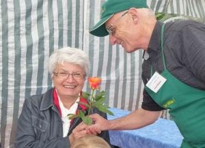Auch in diesem Jahr wird es bei den Freien Wählern wieder Rosen zum Muttertag geben