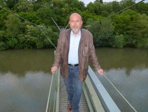 Vor 50 Jahren hat er als Praktikant an den Plänen der Rohrbrücke mitgearbeitet: Fraktionsvorsitzender Gerhard Waldbauer
