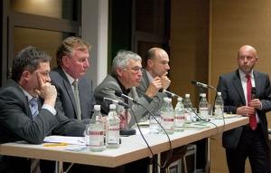 Foto von der Podiumsdiskussion am 02.03.2011. Das Trio der gewählten MdL wird 2016 durch Frau Knecht, Kandidatin der FDP, ergänzt werden.