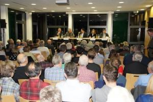 125 Zuhörer nahmen die Gelegenheit wahr, die unterschiedlichen Standpunkte zu hören