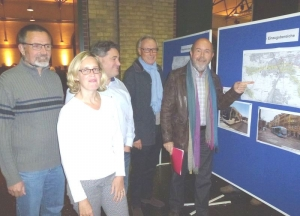 Freie Wähler-Stadträte aus Remseck diskutieren im Reithaus in Ludwigsburg zusammen mit dem früheren OB Schlumberger die Trassenvarianten