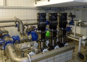 Drei Pumpen sorgen für die Ausfallsicherheit der Druckerhöhungsanlage